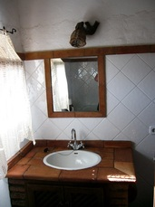 cutar-cottage-traditional-bathroom
